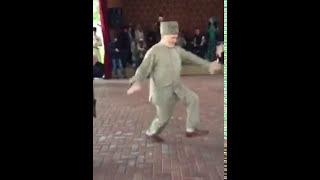 Дед показал как нужно танцевать лезгинку