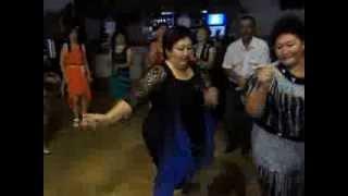 классный танец толстушек