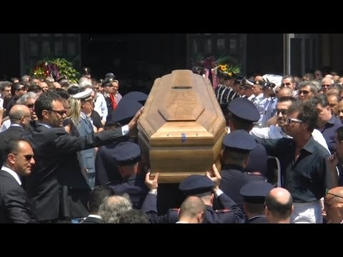bccff6c1bcb3f Napoli - I funerali dei poliziotti morti in incidente su A1 -live-  (26.06.14)