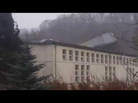 Silny wiatr zerwał dach hali sportowej we Wleniu Dolny Śląsk