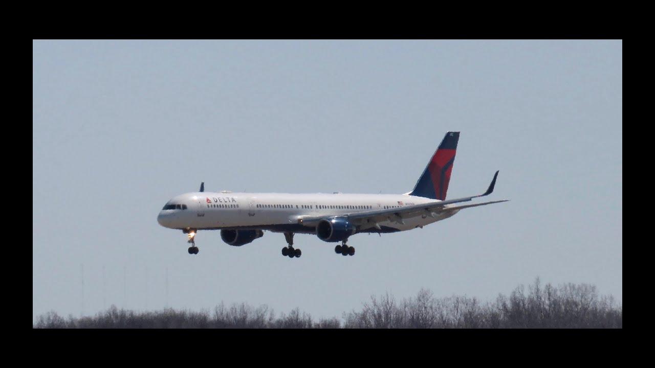 Delta Detroit Hub DTW Arrivals