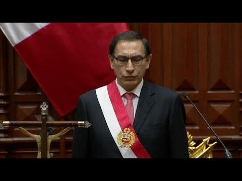 Martín Vizcarra é juramentado como presidente do Peru