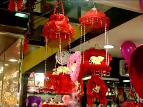 Bhopal markets flooded with musical cards and other gifts on Valentine's Day