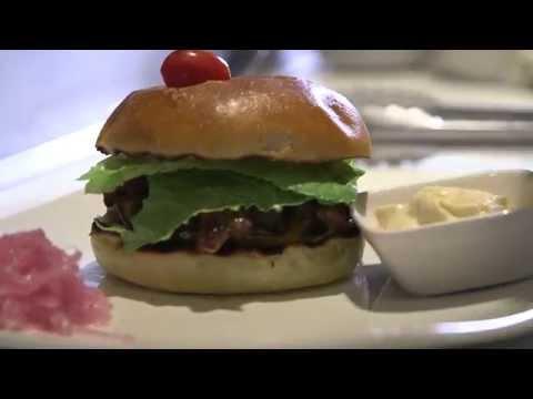 Le burger de boeuf avec portobello et bacon fumé