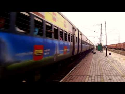 22111 Bhusaval Nagpur superfast express towed by #21334 WAM4