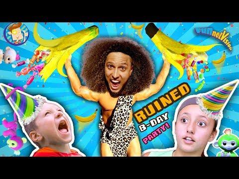TARZAN AT BIRTHDAY PARTY! ♫ Giant Pinata ROMPE Song ♬FUNnel Family Fingerlings Pet Monkey Skit