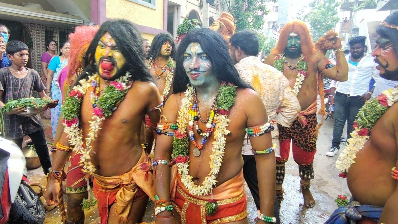 Golconda Bonalu 2020   Pothuraju Teenmaar Dance   Pothuraju dance in Thottela Procession #Bonalu2020
