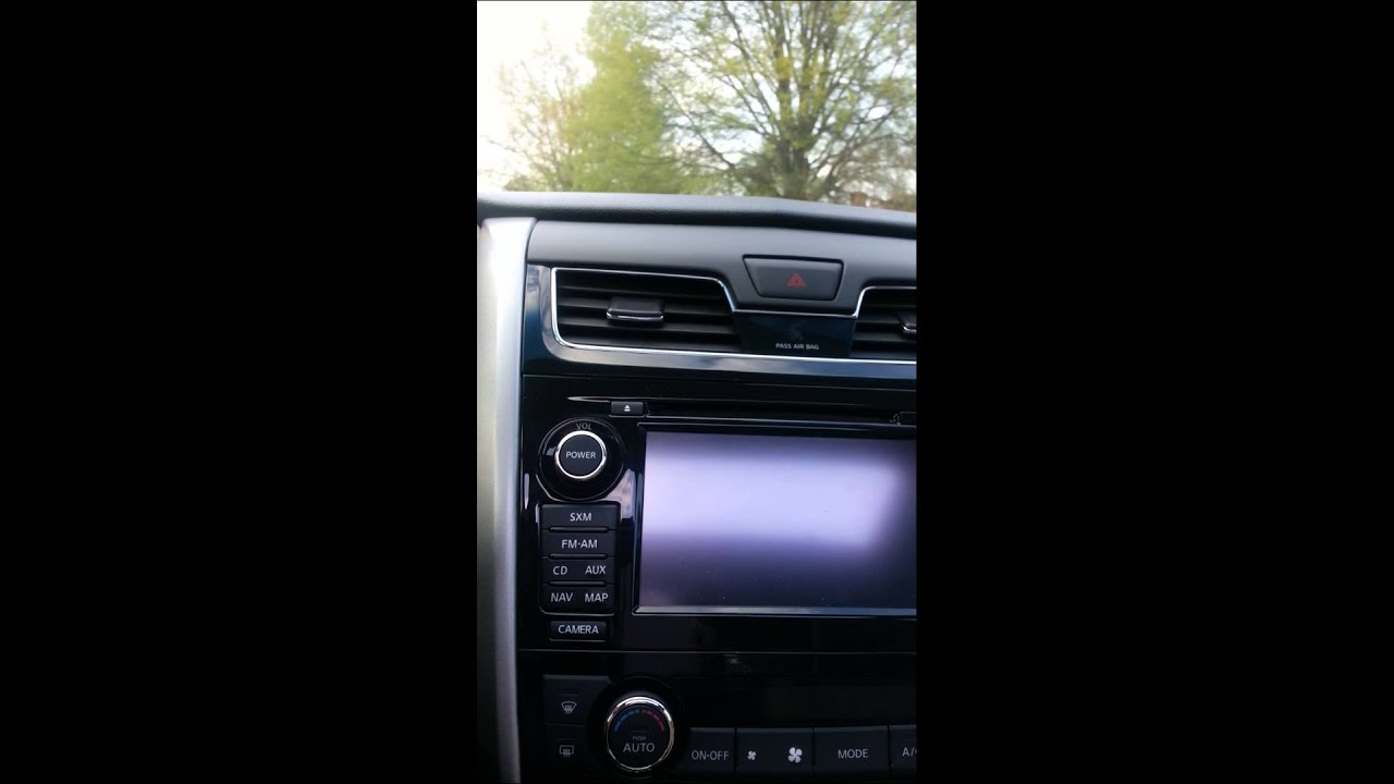 Nissan altima radio backup camera will not come on