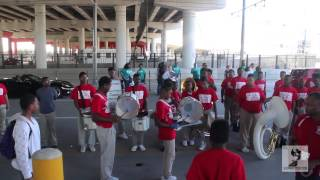 Thomas Middle School Drumline vs Belaire High School Drumline at Houston MLK Parade 2015