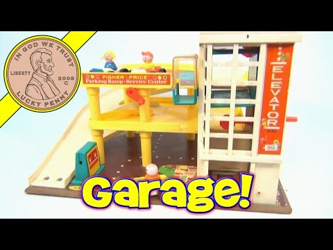 Vintage 1970 Fisher-Price Little People Action Garage Toy Set #930