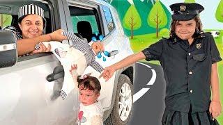 SARAH FINGE BRINCAR DE POLICIAL com a mamãe e salva o BEBÊ REBORN 3