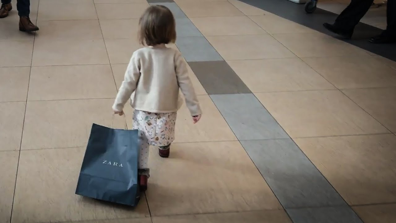 Shopping session No. 2 with AnaMaria Ioana searching for books and shoes - It's Busy Spider