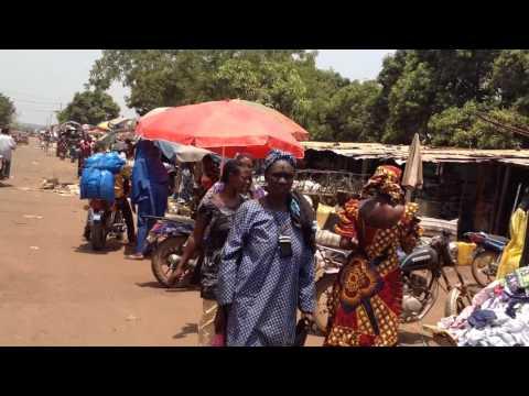Le marché se transporte sur la rue à Kouroussa (Actuconakry.com)
