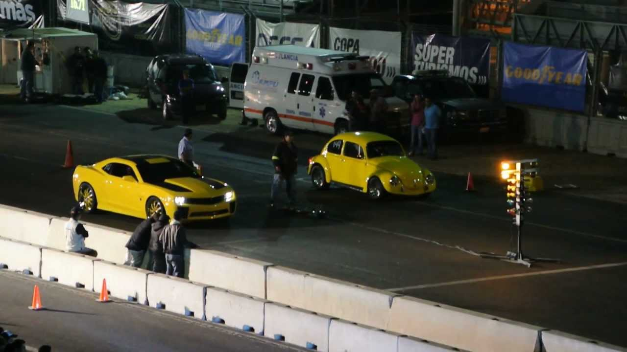 "VW Sedan (vocho) vs Camaro ""Bumblebee"" - YouTube"