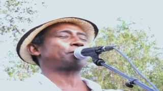 Clip Live Dama Sariaka - Mahaleo Tour 2012