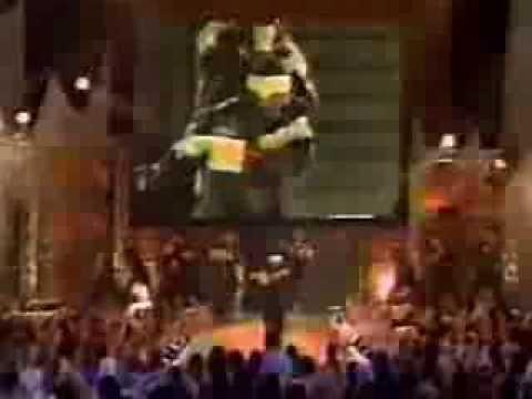 B2K performs medley of