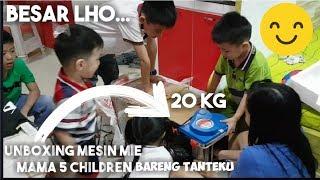 5 Children bantu ii era Unboxing Mesin Mie