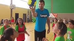 Schüler aus Bremerhaven trainieren mit Handballstar Daniel Stephan