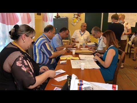 Пересчет голосов в 2 избирательных участках Армении