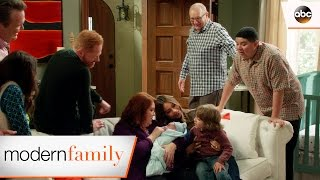 Video You May Kiss the Tomato - Modern Family 8x19 download MP3, 3GP, MP4, WEBM, AVI, FLV Agustus 2017