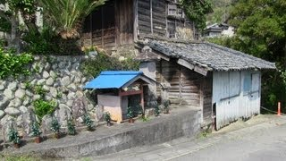 Walking through a little Japanese village - 日本の小さな村を歩く