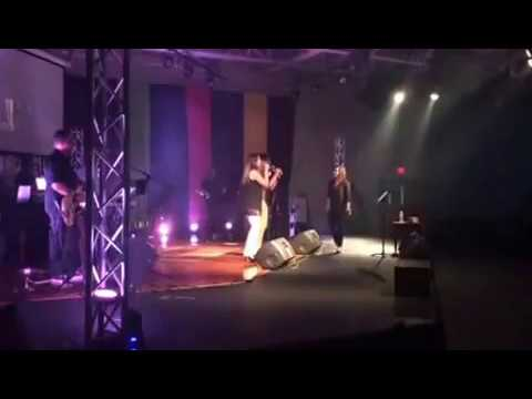Heidi Lugo en Mannafest 2014 cantando Me Levantare