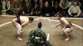 20120506 大相撲5月場所初日 白鵬vs安美錦 白鵬、曲者安美錦に土をつ...