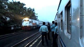 Kereta Api Senja Utama Solo menyusul Kereta Api Bogowonto di Wates
