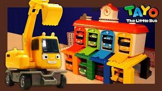 Мощные большегрузные автомобили l Построим автобусный гараж с экскаватором l Приключения Тайо