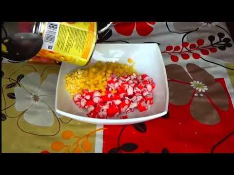 Крабовый салат с кукурузой. Рецепт салата с крабовыми палочками и кукурузой.