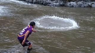 Linda pesca de truchas en el río tulumayo