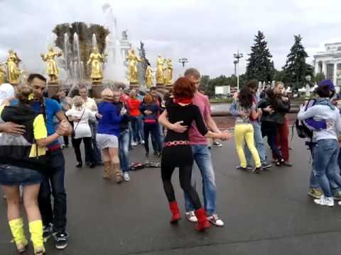 Видео: Москва, кизомба-флеш моб, один из ракурсов.,