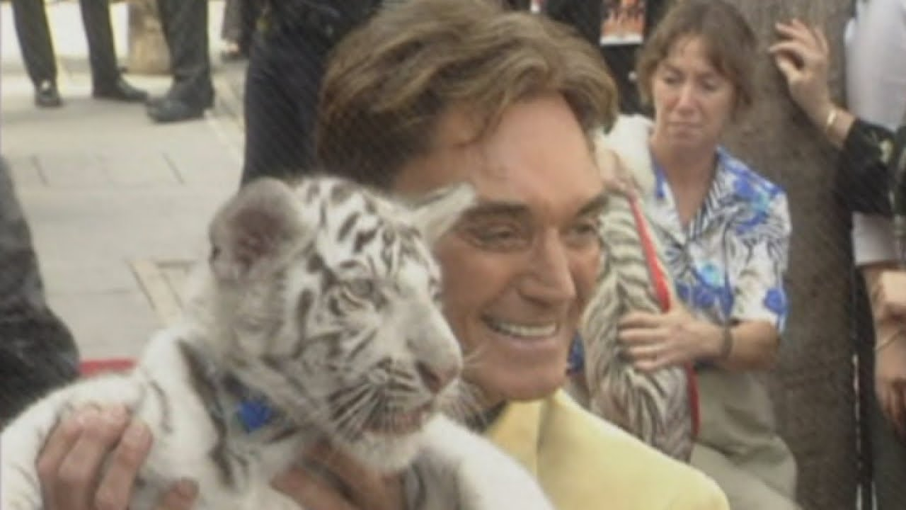 Siegfried & Roy tiger infamous for on-stage attack dies
