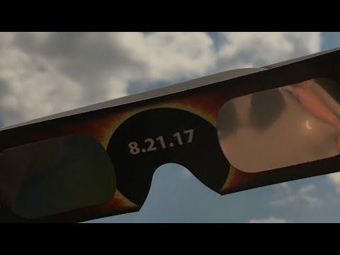 How do you organize a solar eclipse party? You planet. || Total Solar Eclipse