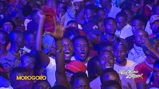 MR BLUE AFUKUZA MBWA KOKO KWENYE SHOW