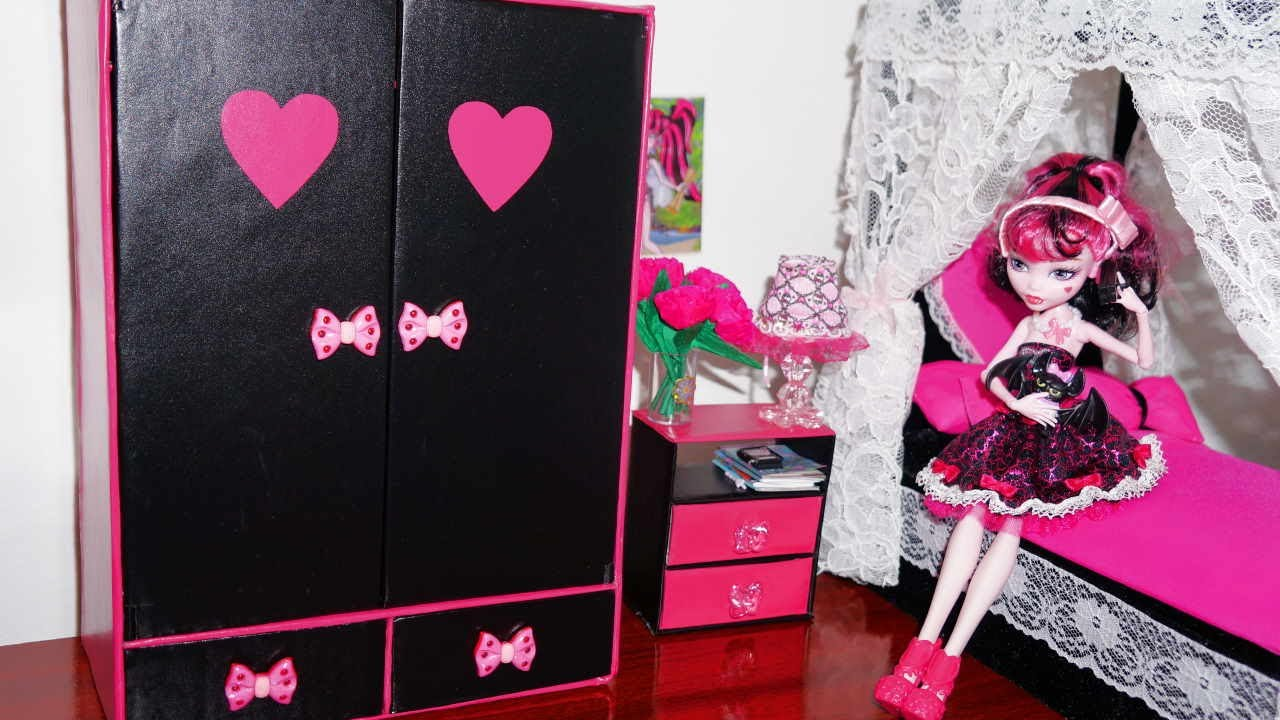 how to make a wardrobe for dolls monster high barbie etc. Black Bedroom Furniture Sets. Home Design Ideas