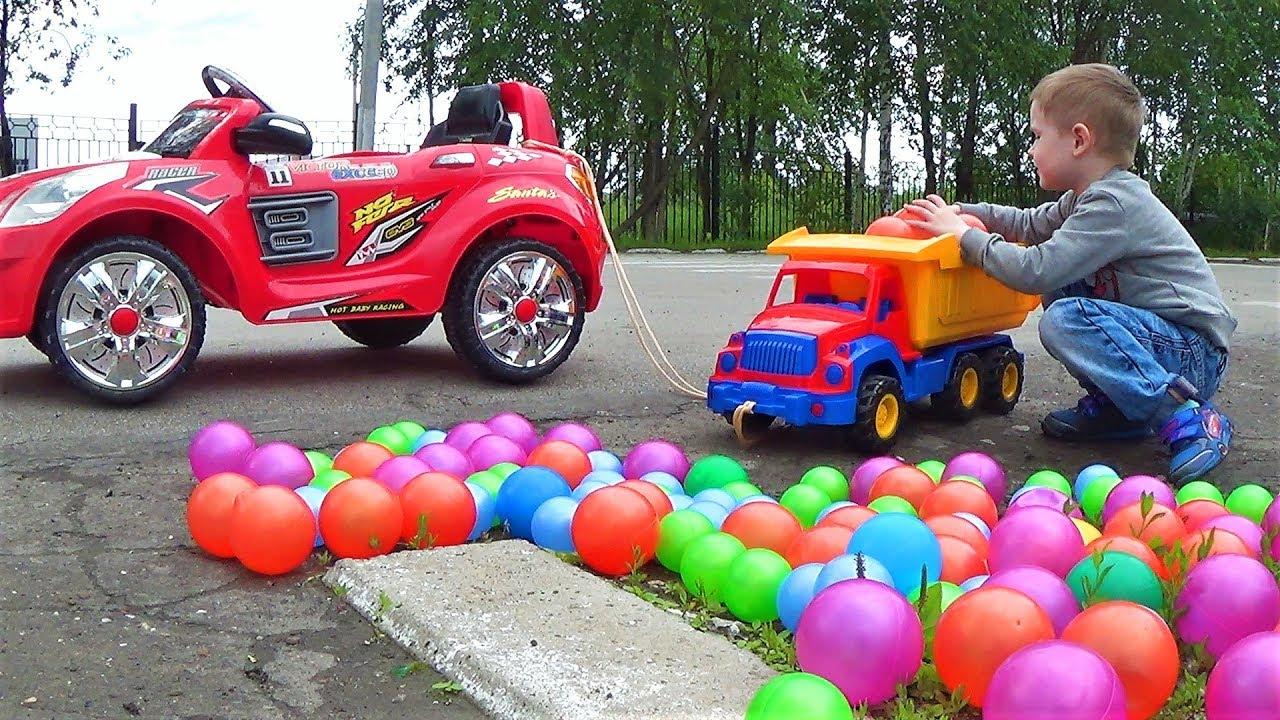 Макс едет на машине полная машина шариков видео про машинки для детей