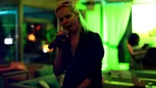 АЛИСА ВОКС из группы ленинград  в ресторане