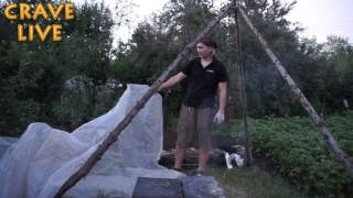 Как сделать походную баню.  Дачная версия(Видео урок как построить при помощи пару палок и куска полиэтилена и плюс мангал, баню в саду. ♢♢♢♢♢♢♢♢..., 2016-07-10T11:58:00.000Z)
