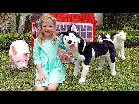 ستايسي تلعب مع اللعب في المزرعة