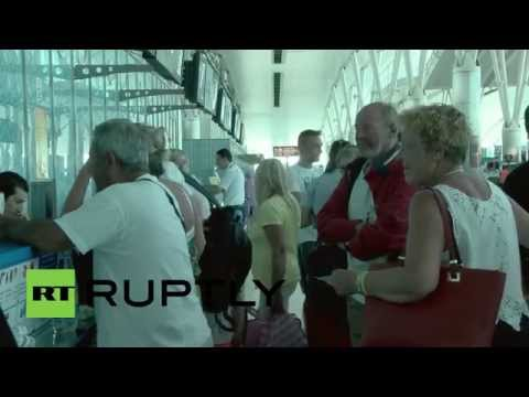 Tunisia: Tourists rush to leave Tunisia after beach resort attack