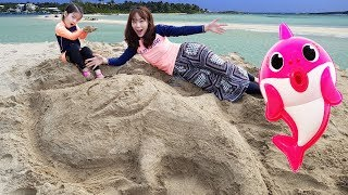 엄청 큰 아기상어를 만들어봤어요!! 서은이의 핑크퐁 아기상어 모래놀이 바다가에서 만들기 Pinkfong Sand Toy
