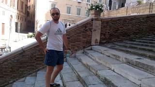 Как правильно ходить по лестнице