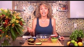 Quick, Delicious And Traditional Guacamole Recipe!