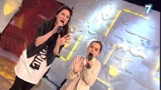 Lodovica Comello y Julia cantan 'Universo'