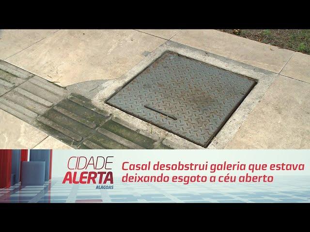 Resolvido: Casal desobstrui galeria que estava deixando esgoto a céu aberto na Ponta Verde