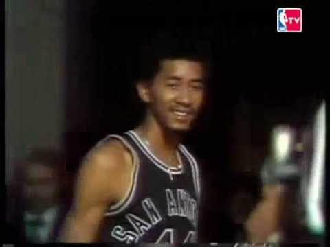 Pete Maravich and George Gervin compete in a game of HORSE