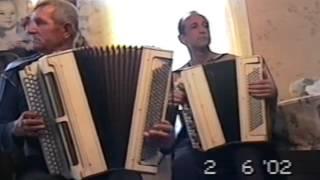 Коробейники. Лихо играют на баяне Гладышув Михаил и Снурницин Сергей