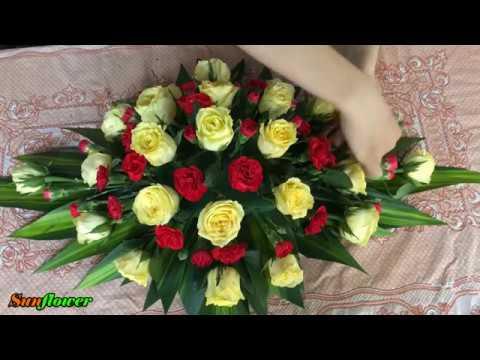 Cắm hoa để bàn - Hoa hồng vàng mix Cẩm chướng đỏ