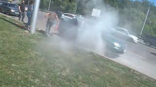 Машина загорелась на ходу! Спасаем!